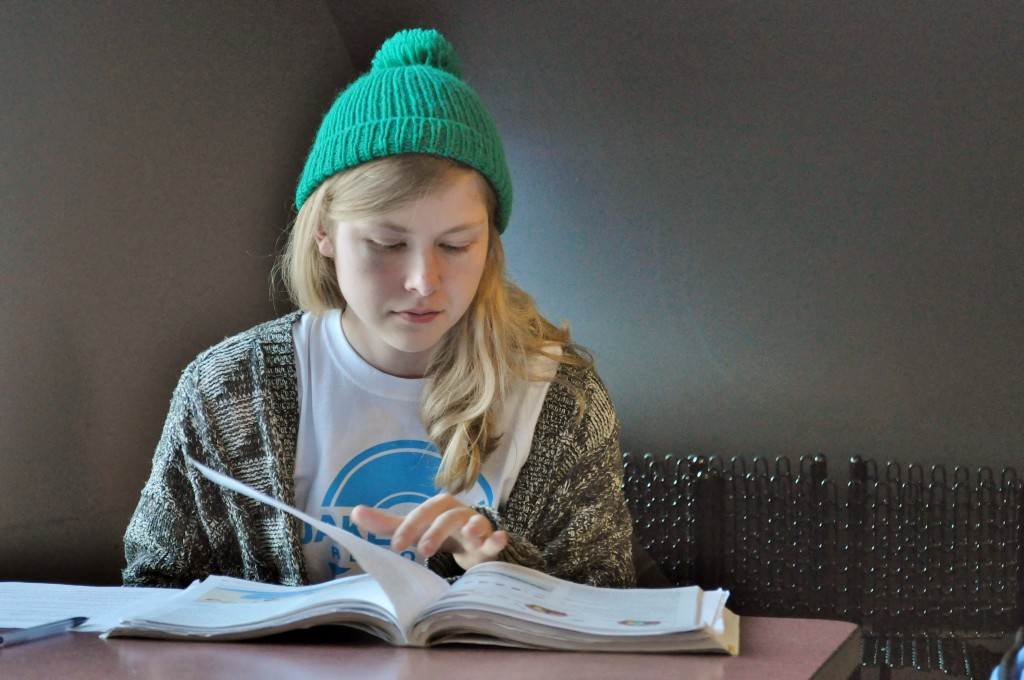 Andrea Johnson studies outside the Cambridge cafeteria on Dec. 11. PHOTO BY MARY SCHMITT