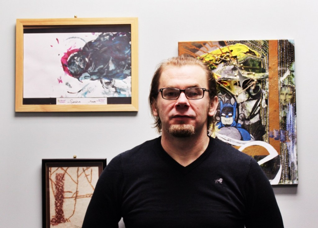"""""""I try to keep information to bare minimum,"""" Cambridge art instructor Marko Marian says about the difference between online and seated art classes. PHOTO BY MADELINE GROSCHEN"""
